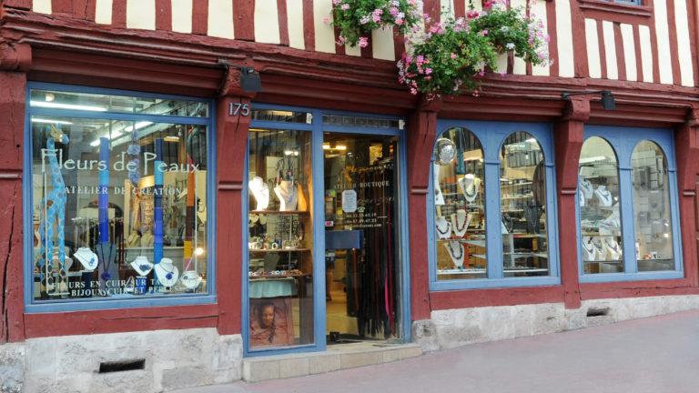 Bijoux en cuir - Fleurs de Peaux - L'atelier de création
